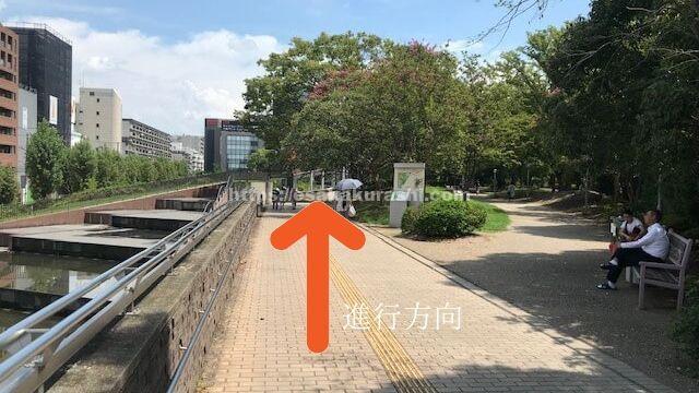 江坂図書館の上の通路