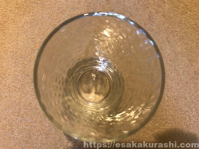茶渋が付いたグラス