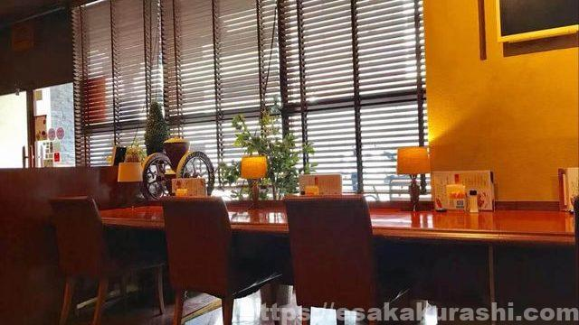 江坂カフェ三番館のカウンター席