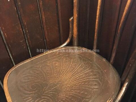 ヒロコーヒー江坂店の椅子