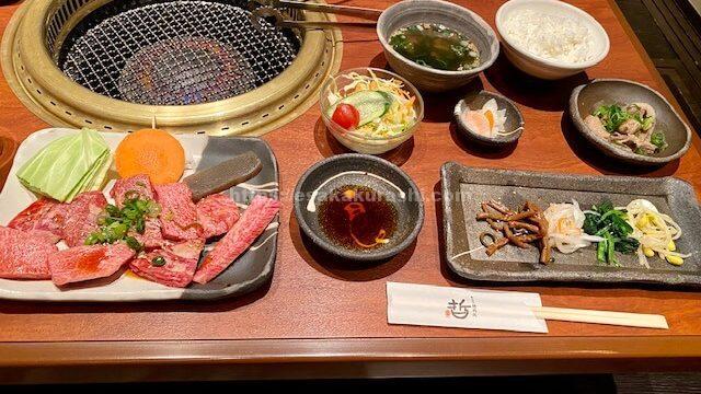 江坂焼肉処哲の人気No.2 特上焼肉定食